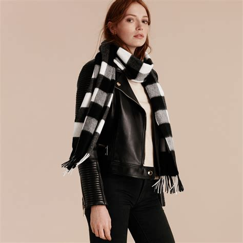 kemeja jumbo burberry black the large classic scarf in check in black