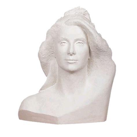 portrait de marianne avec buste de marianne catherine deneuve