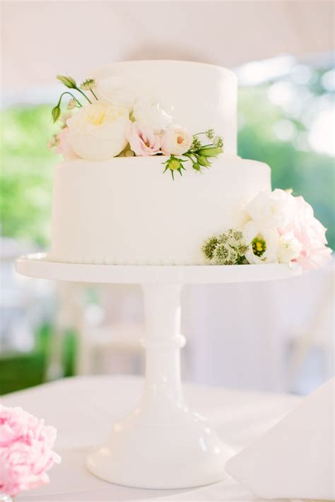 chic 2 tier wedding cake 17 best ideas about two tier cake