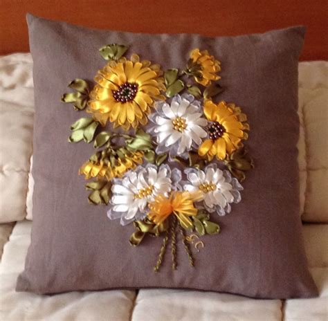 cuscino ricamato cuscino con girasoli ricamato con nastri di organza e seta