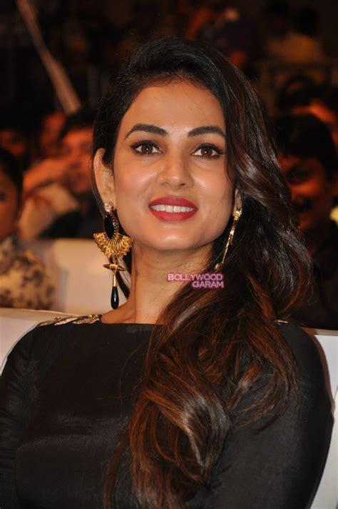 sonal chauhan size zero sonal chauhan stuns at size zero music launch bollywood