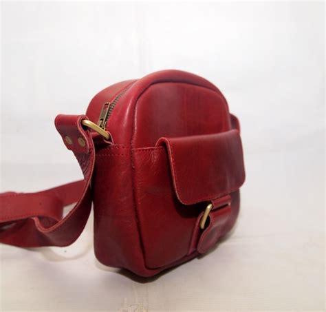 Tas Slempang Kamera Lecca Blue tas kulit asli slempang pria merah kode produk ms03