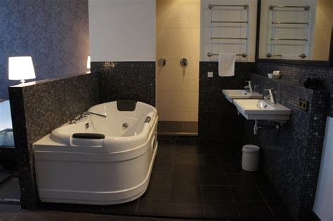 Hotels With Big Bathtubs Uk by Big Bath For The Couples Picture Of Grand