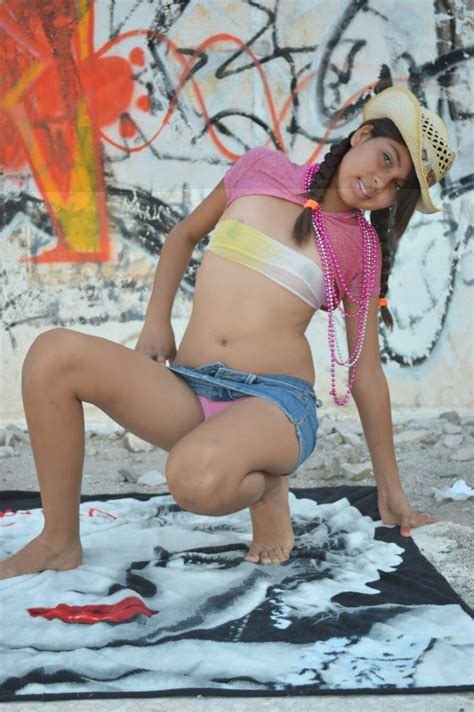 Dolce Nonude Models Forum View Topic Model Vicky Posing In Filmvz Hot Girls Wallpaper