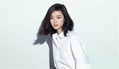 model rambut jun ji hyun jun ji hyun cuts locks and looks chic in black and