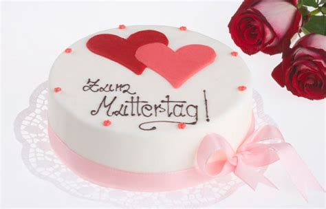 kuchen zum muttertag kuchen mit herz geschenk ideen muttertag gofeminin