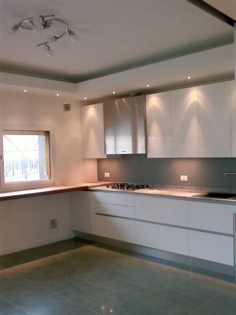 abbassamento soffitto in cartongesso con faretti faretti soffitto cucina ispirazione di design interni