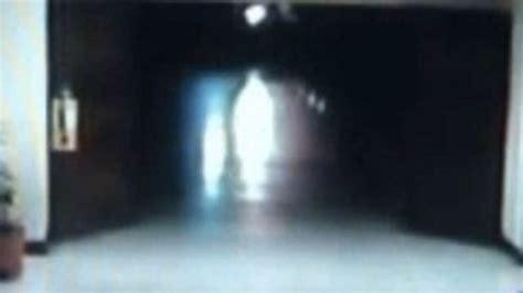 imagenes impactantes fantasmas fantasmas aterrorizan a empleados en pasillos de
