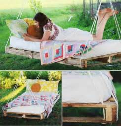 Shipping Pallet Bed Frame Bedroom Looking Picture Of Bedroom Decoration Using Rustic Shipping Pallet Bed Frame