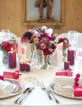 Blumen Für Tischdeko Hochzeit by Tischdekoration F 252 R Die Hochzeit In Beere Und Fuchsia