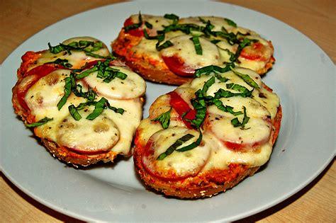 tomate mozzarella schön anrichten tomate mozzarella br 246 tchen rezept mit bild