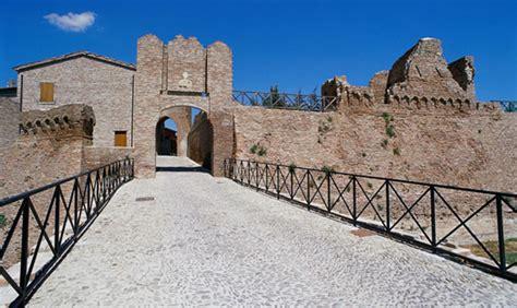 delle marche rimini rocche e castelli della romagna e delle marche itinerario
