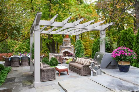 Ravine Garden Oasis Traditional Patio chicago by NLH Landscape Architects