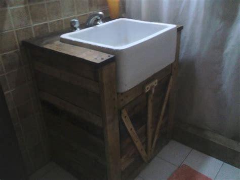 Pallet Bathroom Vanity Upcycled Pallet Bathroom Vanity 99 Pallets