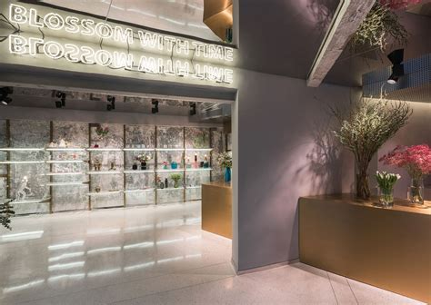 Flower Shop in Shanghai by Alberto Caiola   Yellowtrace