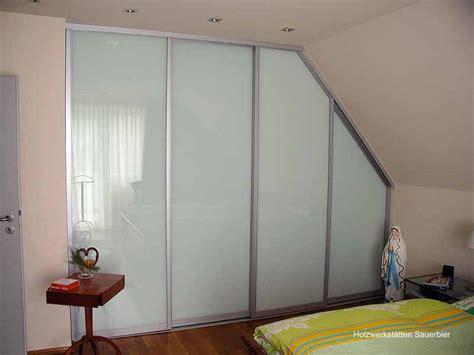 dachschrägenschrank schlafzimmer leuchte design