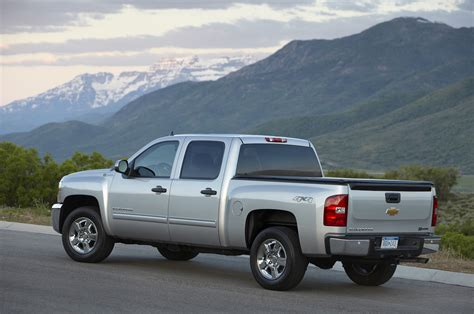 chevrolet trucks 2013 2013 chevrolet silverado reviews and rating motor trend