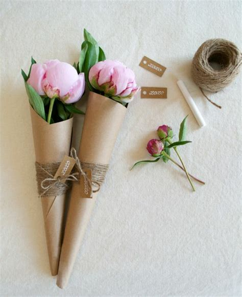 How To Make Flowers Out Of Wrapping Paper - sch 246 ne blumenstr 228 u 223 e die durch schlichtheit und eleganz