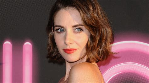 alison brie glow youtube exclusive the ever persistent alison brie on comedy