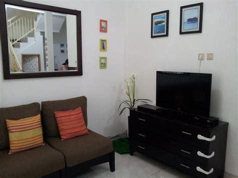 Sofa Minimalis Lung gambar hiasan ruang tamu ruang bawah tangga