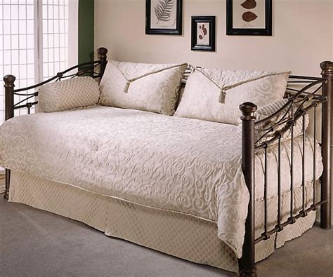 Daybed Dust Ruffle Pin By Williams On Spare Bedroom Ideas