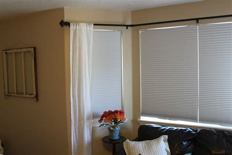 how to hang curtains on bay window how do i put curtains up in a bay window curtain