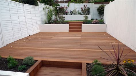 garden wall paint ideas hardwood decking rendered smooth walls white fence and