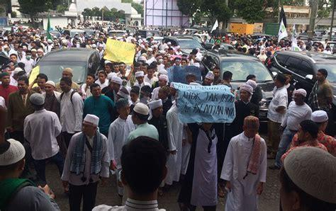 ahok cagub sumut ribuan orang di sumut juga demo dugaan penistaan agama