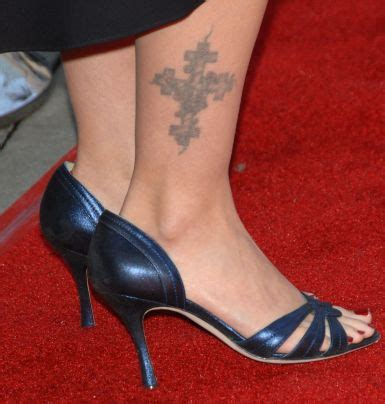 jennifer aniston tattoo drew barrymore foot aniston foot