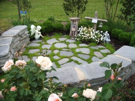 Pet Memorial Ideas For The Garden Crevice Plants For Walks Walls Patios 1 Diana Digs Dirt
