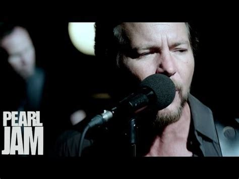 pearl jam just breathe testo pearl jam sirens secondo singolo da lightning bolt con