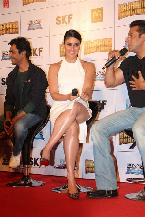 karina kapoor fb kareena kapoor sexiest legs and thighs show in a white
