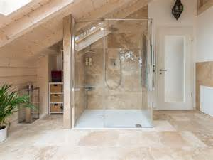 naturstein badezimmer fliesen travertin rustic fliesen im badezimmer mit dusche
