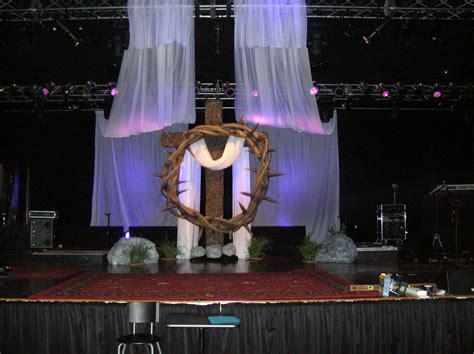 best xmas stage decoration crown and thorns church stage design ideas