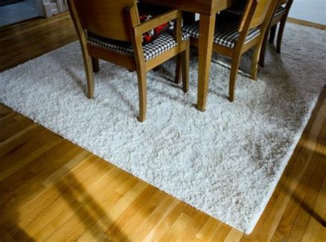 how to turn a carpet remnant into a rug glue guns custom rugs and ideas on