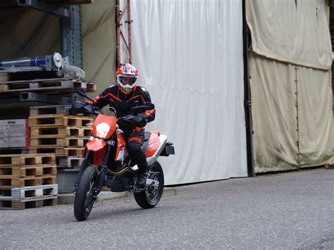 Motorrad Grundkurs A by Die Motorradfahrschule Die Sicher Zum Ziel F 252 Hrt