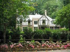 tudor house style 20 tudor style homes to swoon over