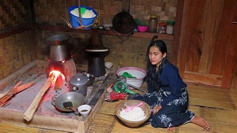 wanita muda penenun kain  baduy luar foto tempoco