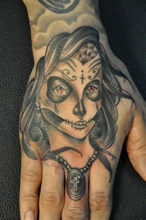 tattoo old school gitana tatuaje old school dedo mano gitano por detroit diesel tattoo