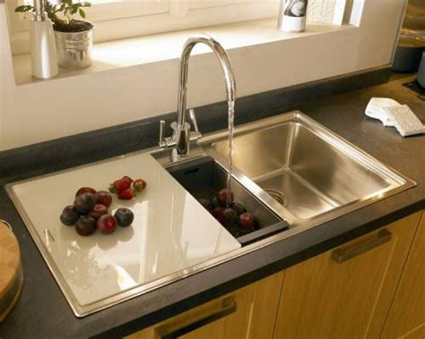 Kitchen Sink Chopping Board Burford Beech Burford Kitchen Families Kitchen Collection Howdens Joinery Sink