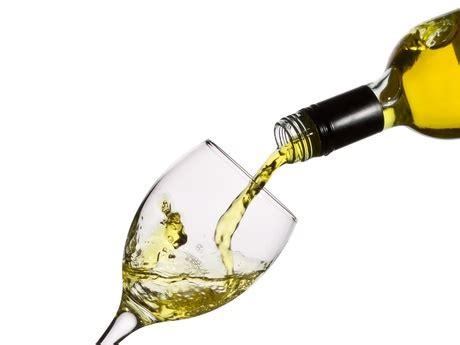 Ra Wina zamawianie wina kto i jak pr 243 buje wino w restauracji