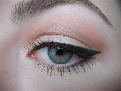 eyeliner tutorial lower all you do is outline the corners of your eyes the most