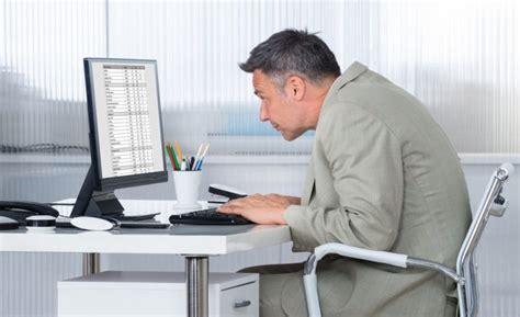 x au bureau comment adopter une bonne posture assise pour le dos au