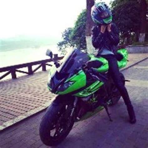 骑摩托车的女生qq头像_秋秋魔法师