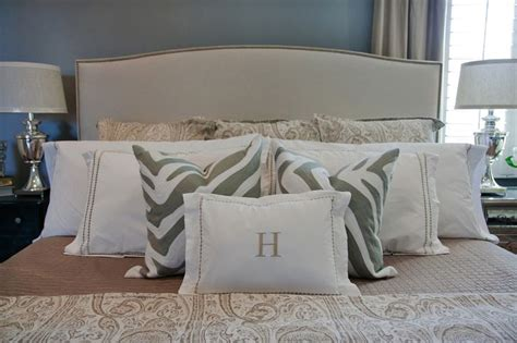 king bed pillows pillow arrangement for king size bed bedrooms pinterest