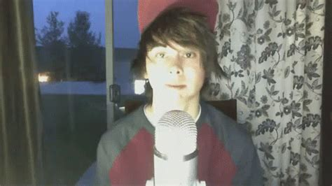 who is leafyishere the controversial youtuber with a huge