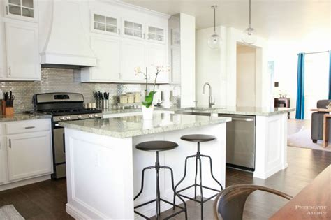 Kitchen With White Cabinets by White Kitchen Cabinet Ideas For Vintage Kitchen Design