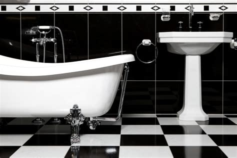 fare in bagno 5 cose pericolose da non fare in bagno