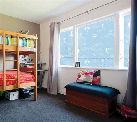 Fenster Sichtschutz Selbstklebend by Fensterfolie Selbstklebend Ballons Am Himmel Fensterfolien