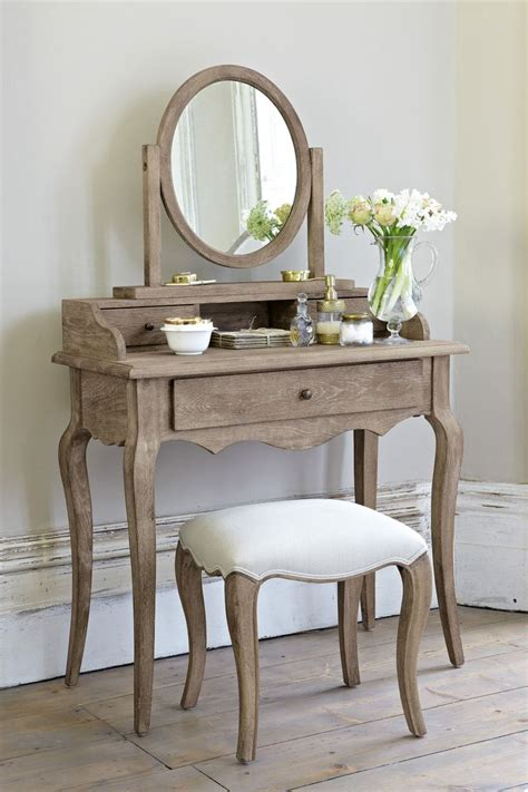 Small Vanity Desk The 25 Best Small Vanity Table Ideas On Pinterest Small Bedroom Vanity Small Dressing Table